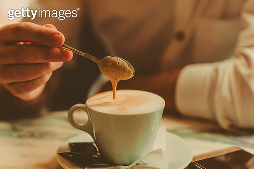 Hands holding a cup of coffee in cafe - gettyimageskorea
