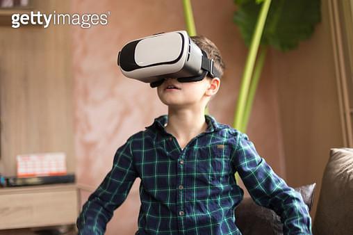 Kid wearing virtual reality glasses - gettyimageskorea