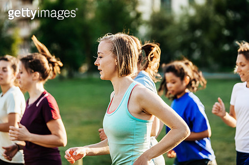 A group of women spending the evening running out in the city together. - gettyimageskorea
