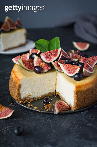 New York cheesecake with figs and grapes - gettyimageskorea