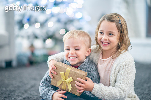 Brother and sister gift - gettyimageskorea