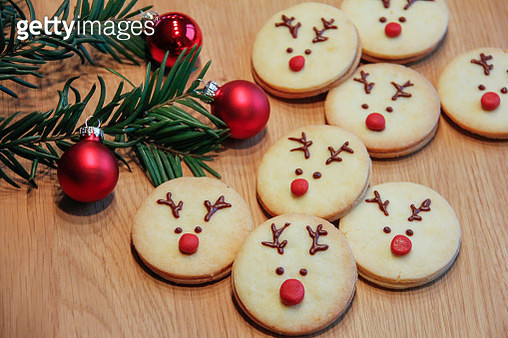Christmas shortcrust pastry cookies decorated as Rudolph the red-nosed reindeer - gettyimageskorea