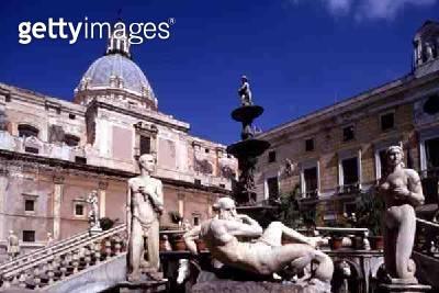 <b>Title</b> : The Piazza Pretoria and the Pretoria fountain, designed by Francesco Camilliani (1530-76) and Michelangelo Naccherino (1550-1622<br><b>Medium</b> : <br><b>Location</b> : Palermo, Sicily, Italy<br> - gettyimageskorea