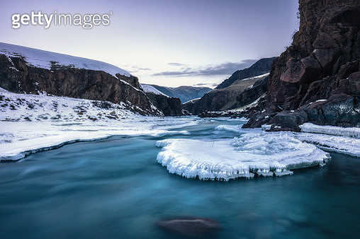 canyon and frozen river in xinjiang province in winter - gettyimageskorea