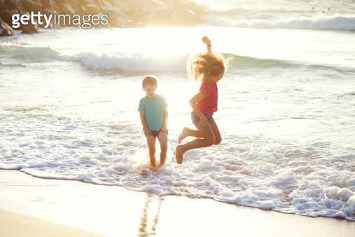 Kids sunlight play - gettyimageskorea