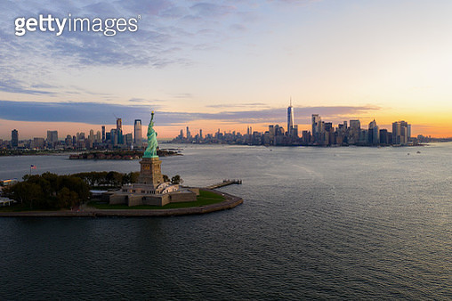 Aerial view of The Statue of Liberty and New York City skyline at dark - gettyimageskorea