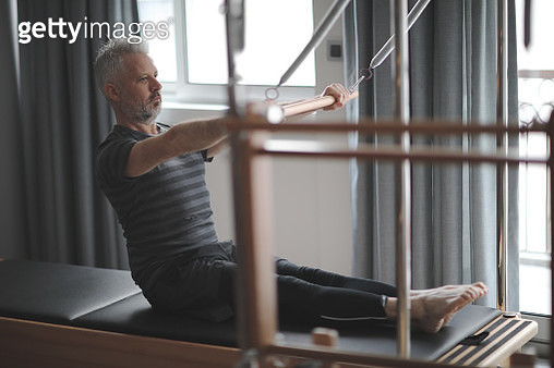 Man pilates reformer exercises - gettyimageskorea