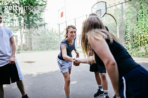 Athletes Shaking Hands Before Friendly Game Of Basketball Outdoors - gettyimageskorea