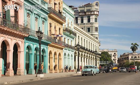 Colorful tropical buildings in old Havana - gettyimageskorea