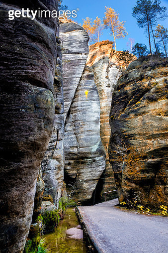 The path among high rocks in National Park Adrspach-Teplice Rocktown, Czech Republic - gettyimageskorea