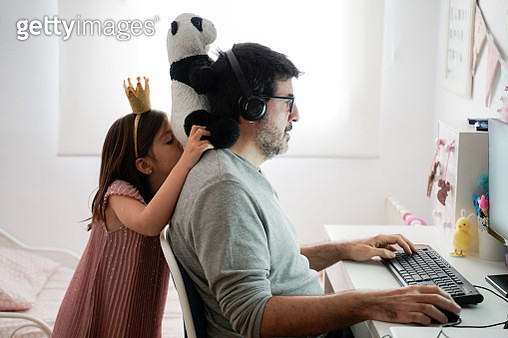 Man doing telework and reconciling family life - gettyimageskorea
