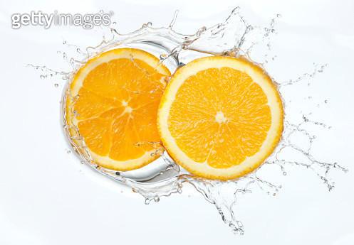 Orange slices Splash - gettyimageskorea