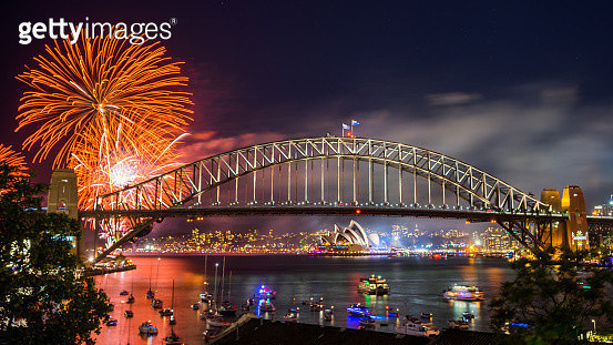 Sydney 2016 New Year Eve Fireworks Show at the Harbour Bridge - gettyimageskorea