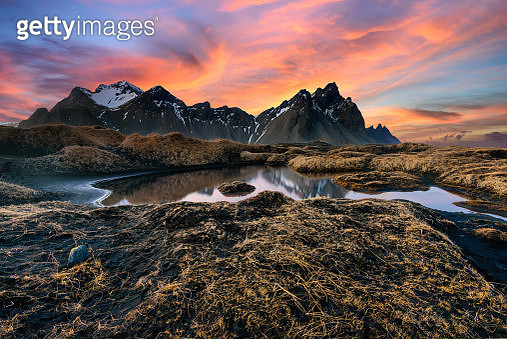 Amazing Vesturhorn mountain landscape in Iceland at sunset. Black sand beach with mountain range background and lake. The natural beauty of a country full of tourist attractions. - gettyimageskorea