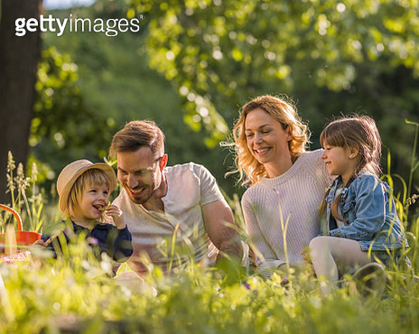 Picnic day in springtime! - gettyimageskorea