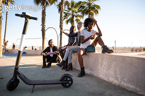 Group of friends in Santa Monica - Los Angeles - Have fun during a vacation - gettyimageskorea