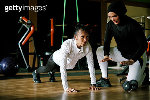 Mother Giving Support to Her Daughter Doing Push Up - gettyimageskorea
