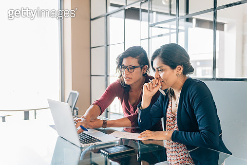 One-to-one business meeting - gettyimageskorea