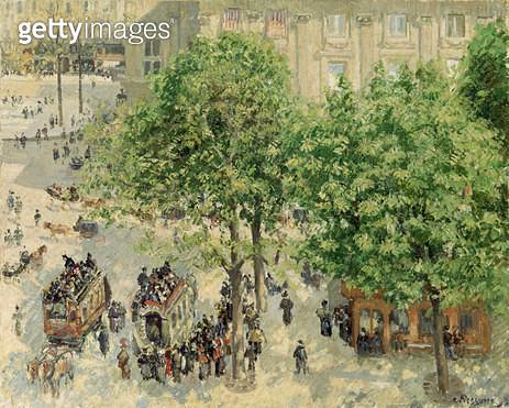 <b>Title</b> : Place du Theatre-Francais, Spring, 1898<br><b>Medium</b> : oil on canvas<br><b>Location</b> : Hermitage, St. Petersburg, Russia<br> - gettyimageskorea