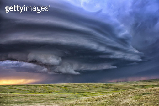 Anticyclonic supercell thunderstorm over the plains, Deer Trail, Colorado, USA - gettyimageskorea