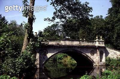 <b>Title</b> : Neo-classical Bridge (photo)Additional Infolandscaped by William Kent (1685-1748);<br><b>Medium</b> : <br><b>Location</b> : Chiswick House, London, UK<br> - gettyimageskorea