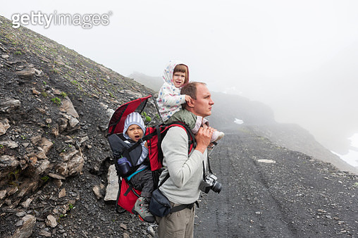 Father with toddler kids on a hike - gettyimageskorea