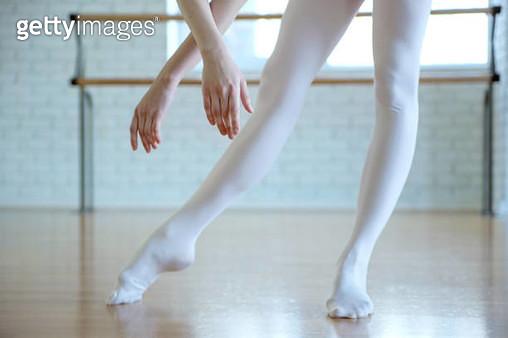 Legs and hands of ballet dancer - gettyimageskorea