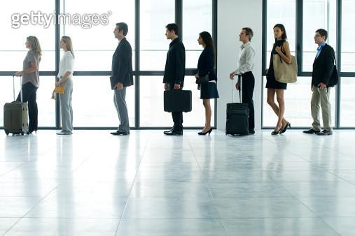 Business people standing in line - gettyimageskorea