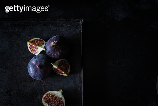 High Angle View Of Whole And Slice Figs On Black Background - gettyimageskorea