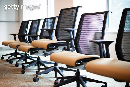 one chair is singled out in the line of chairs - gettyimageskorea