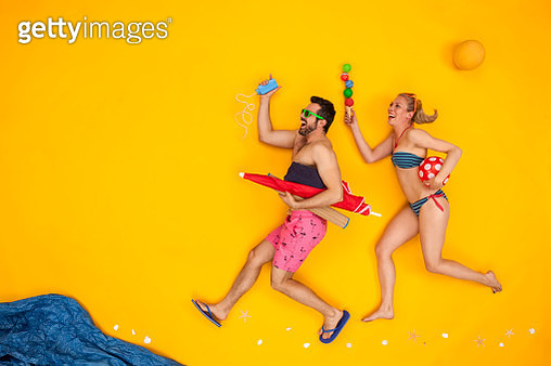 Couple having a beach vacation - gettyimageskorea