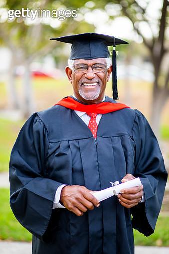 Portriat of a senior black graduate - gettyimageskorea