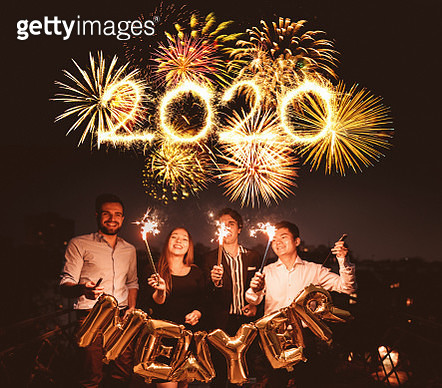 friends celebrate the new year on the rooftop - gettyimageskorea