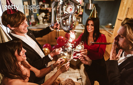 new year celebration with champagne - gettyimageskorea