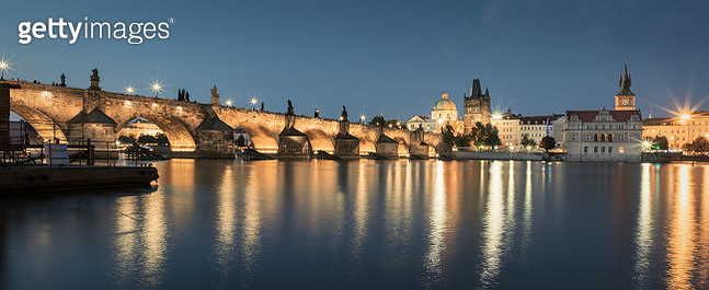 Panorama Prag Charles Bridge Vltava River at Twilight - gettyimageskorea