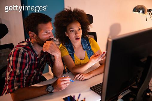 Multi-ethnic team working in modern office - gettyimageskorea