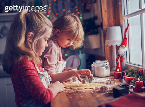 Little Girls Preparing Christmas Cookies in Domestic Kitchen - gettyimageskorea