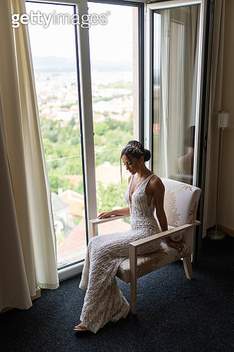 Beautiful young bride posing in hotel apartment on wedding day - gettyimageskorea