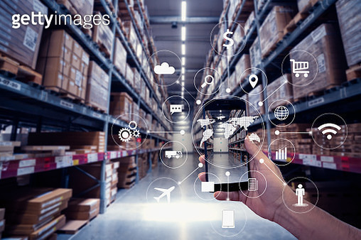 hand holding smartphone with AR application for check order pick time in smart factory warehouse, technology interface global partner connection for Logistic Import Export background - gettyimageskorea