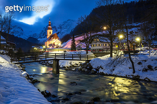 Ramsau 'Malerwinkel'/ Berchtesgadener Land with church and creek (Bavaria/ Germany) - gettyimageskorea
