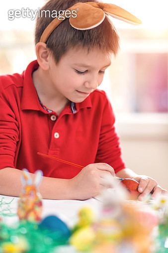 Little boy painting easter eggs - gettyimageskorea