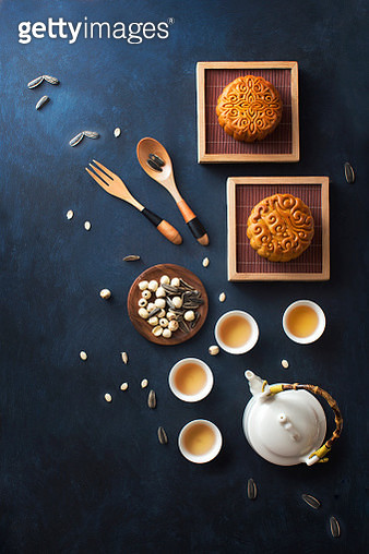 Flat lay mid-autumn festival inspired food and drink still life. - gettyimageskorea