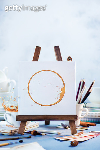 Coffee stain art, artist tools, easel and sketches on a white background. Creative coffee photography - gettyimageskorea
