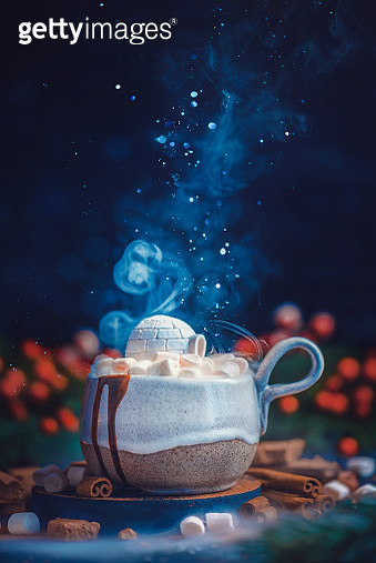 Ceramic cup with snow hut, an igloo made from marshmallow. Hot chocolate, winter drink creative concept - gettyimageskorea