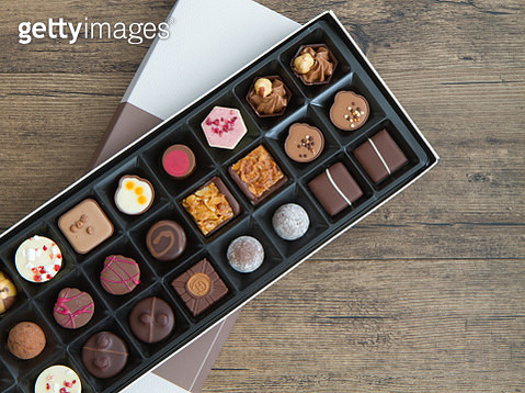Assorted chocolates in a box (overhead view) - gettyimageskorea