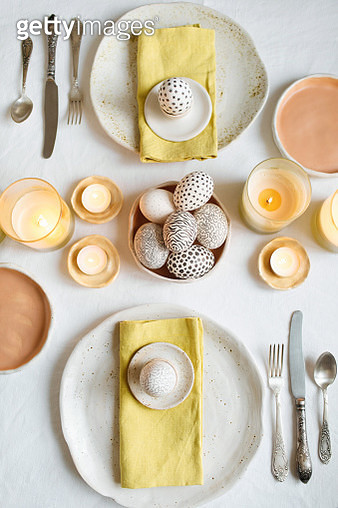 Easter table with ceramic dishware, organic drawed eggs and a beautiful serving. - gettyimageskorea