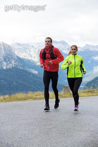 Mountain running couple - gettyimageskorea