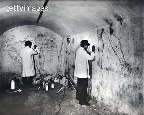 <b>Title</b> : Two conservationists in the room behind the Cappella Medicee where wall drawings thought to be by Michelangelo were discovered i<br><b>Medium</b> : <br><b>Location</b> : San Lorenzo, Florence, Italy<br> - gettyimageskorea