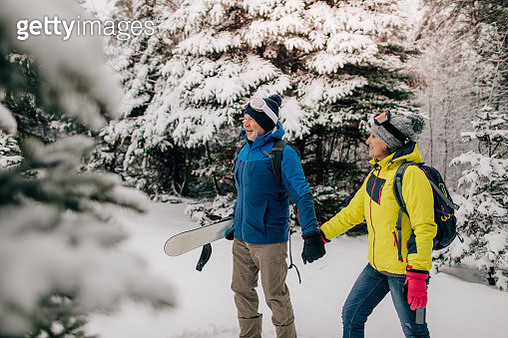 Senior couple walking in a ski resort - gettyimageskorea