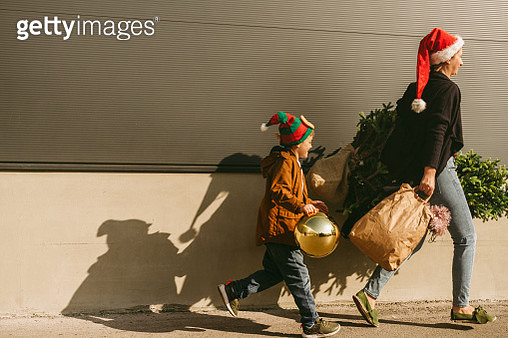 Photo of mother and son after Christmas tree shopping - gettyimageskorea